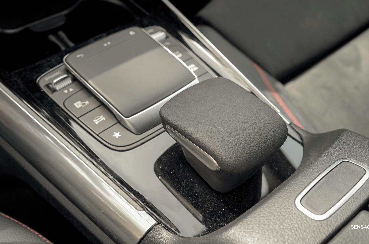 Consola central Mercedes GLA 250e PHEV - Prueba Mercedes-Benz GLA 250 e: Una gran evolución