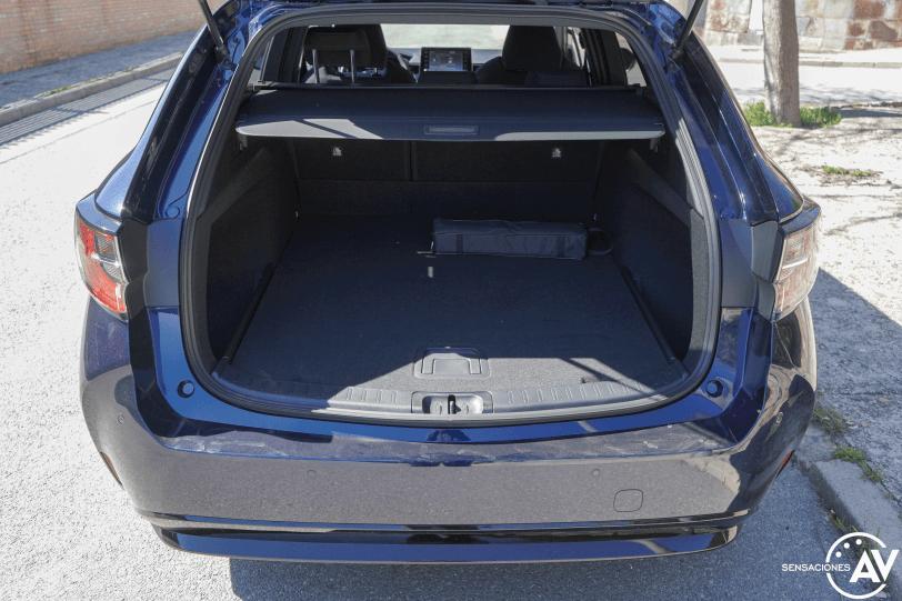 Maletero cerca Suzuki Swace - Prueba Suzuki Swace GLX 2021: Un Corolla Touring Sports de otra madre