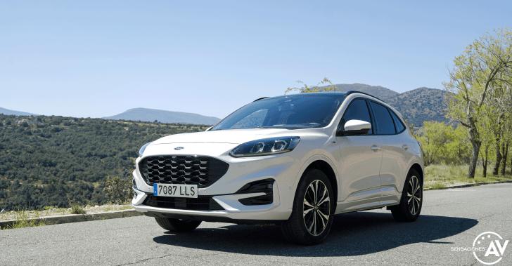 Frontal lateral izquierdo Ford Kuga HEV - Prueba Ford Kuga híbrido 2021: ¿Uno de los mejores SUV híbridos?