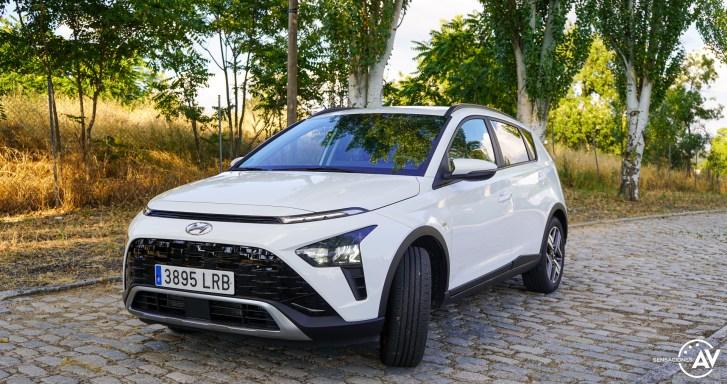 Frontal lateral izquierdo Hyundai Bayon - Prueba Hyundai Bayon 1.0 TGDi 48 V 100 CV AT Tecno: ¿El nuevo rey del segmento B-SUV?