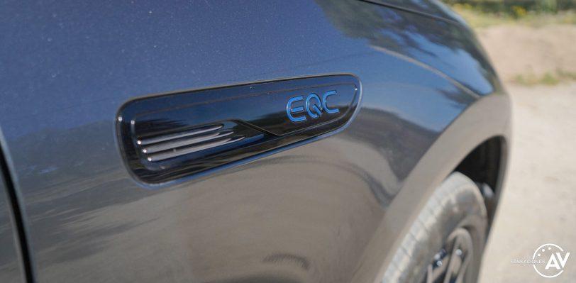 Logo EQC aleta derecha Mercedes EQC e1628959612649 - Prueba Mercedes-Benz EQC 400 4Matic: El SUV eléctrico de Mercedes que destaca por su confort y por su tecnología