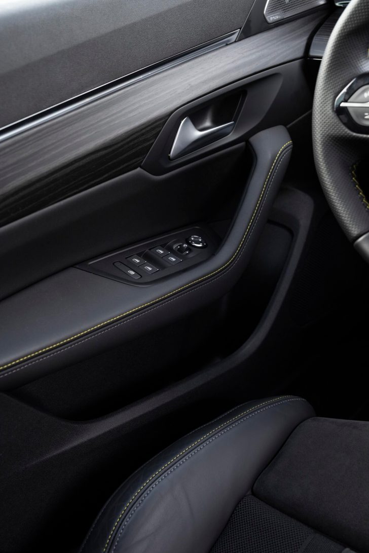 508PSE 08 scaled - Prueba Peugeot 508 PSE: Deportividad enchufable al estilo francés