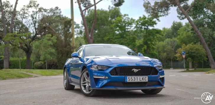 Frontal derecho Ford Mustang - Prueba Ford Mustang GT Fastback 2021: Puro músculo. ¡Que Dios bendiga a América!