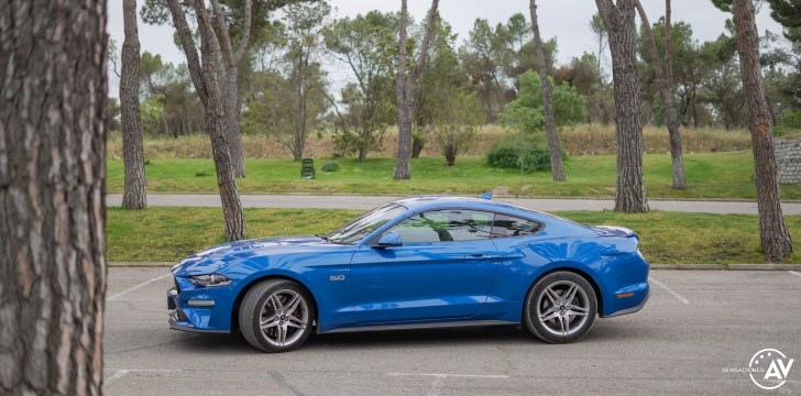 Lateral izquierdo Ford Mustang - Prueba Ford Mustang GT Fastback 2021: Puro músculo. ¡Que Dios bendiga a América!