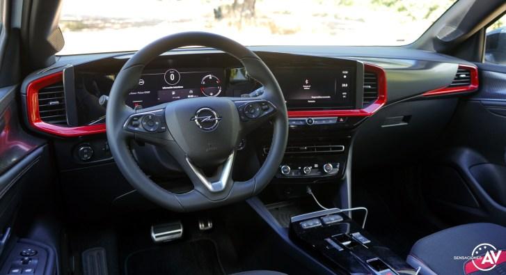 Salpicadero vista trasera izquierda Opel Mokka 2021 - Prueba Opel Mokka 2021: Menos normal, más Mokka