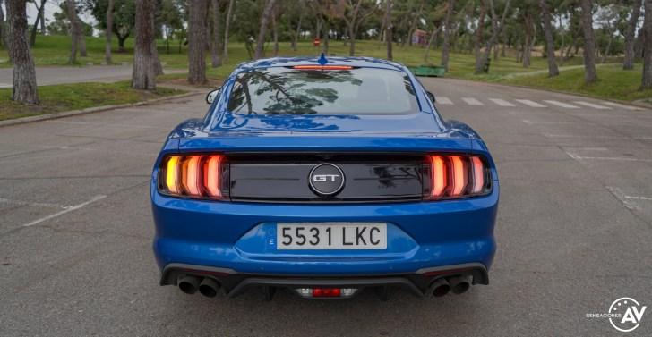 Trasera con luces Ford Mustang - Prueba Ford Mustang GT Fastback 2021: Puro músculo. ¡Que Dios bendiga a América!