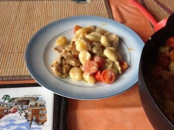 Gnochi-Puten-Pfanne - lecker serviert