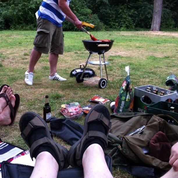 ...und die Männer wollen im Stillen nur raus den Garten und grillen... - via Instagram