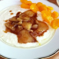 Nachtisch oder Hauptgericht? Wurst! Milchreis mit kandierten Ingwerbirnen und kalten Mandarinen... #foodporn - via Instagram
