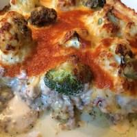 Abendbrot heute: Blucoli-Hackfleisch-Auflauf (überbacken mit dreierlei Käse) reicht für die ganzen Osterfeiertage :) #foodporn - via Instagram