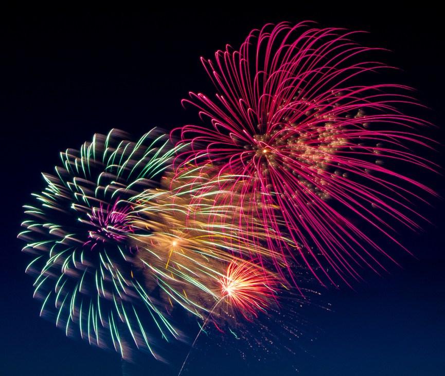 Fireworks von Tom Childers (flickr) (CC-BY) - https://www.flickr.com/photos/tc57/8632354513/