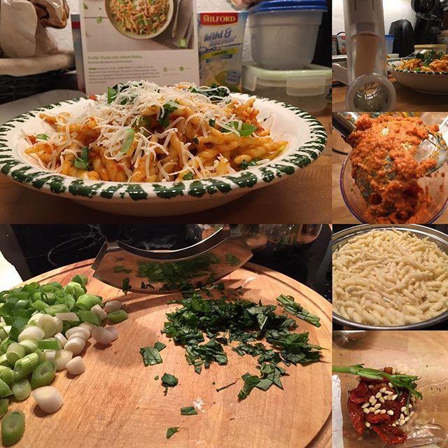 Lecker Trofie-Pasta mit rotem Pesto <a rel=