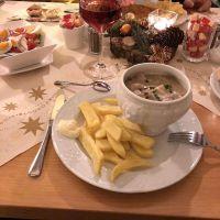 Hauspfanne mit Hähnchen, Pilzen und Speck (und Pommes) - via Instagram