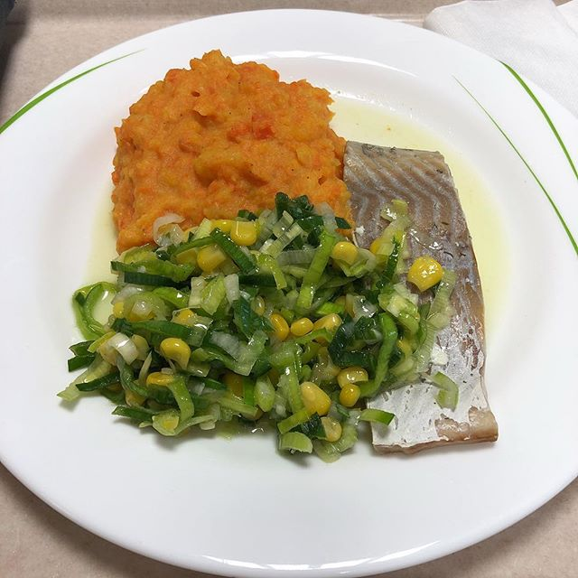 Fischfilet mit Kartoffel-Karotten -Pürree #mensa <a rel=