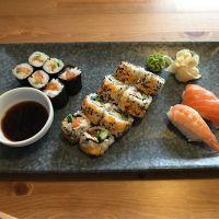 Lecker Sushi und Ingwertee im #sumo am Uniplatz #foodporn #japanese - via Instagram