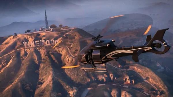 """Helikopter är cool (över """"Vinewood""""-skylten) men jaktplan är coolare :)"""