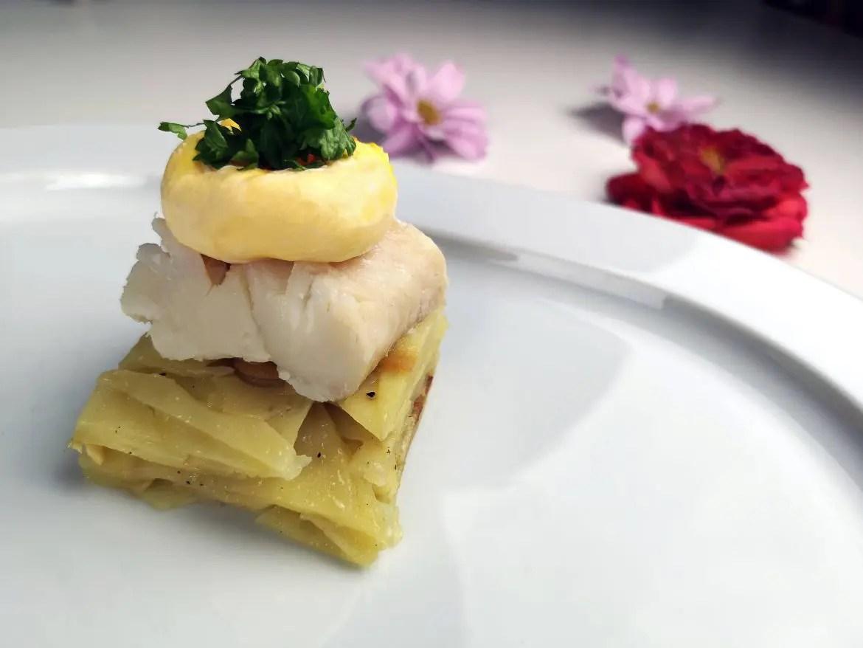 pocherad fisk ägg potatiskaka