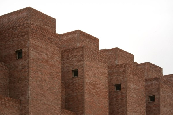 Brick by brick, 36 dwellings in Ciudad Pegaso