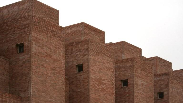 Brick by brick, 36 dwellings in Ciudad Pegaso