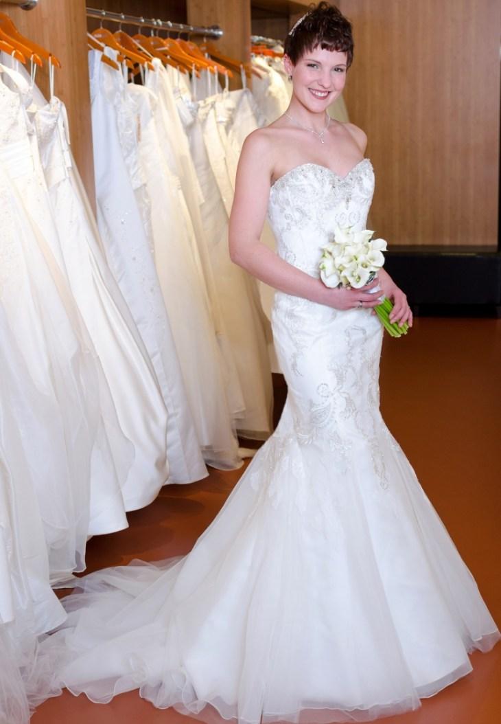 Ich liebe Kleider mit Mermaid-Schnitt. Brautkleid: Enzoani Beautiful 15-23