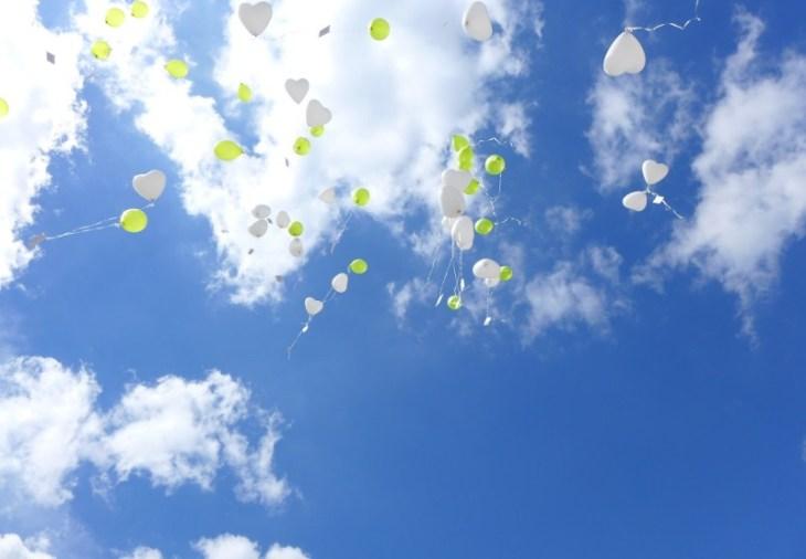 17 Luftballon Aufstieg Hochzeit St. Bonifatius Kirche Leinefelde