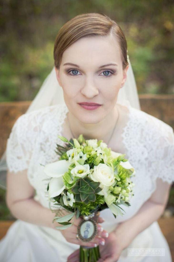 21 Braut Brautstrauß grün weiß creme Amulett