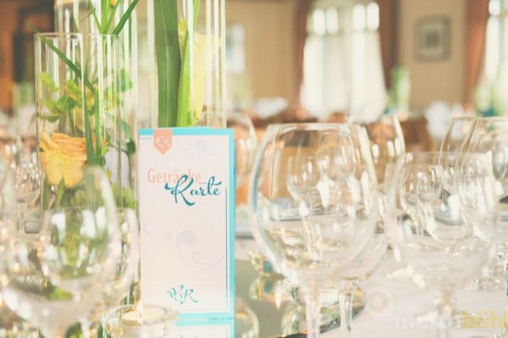 Tischdekoration Zylindervasen modern Platzteller Getränkekarten Hochzeit