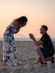 Heiratsantrag Überraschung Mann Frau Paar Strand Kreta Heiratsantrag Planung Hochzeitsplanung Wedding Planning Crete