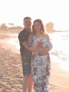 Glückliches Paar am Strand auf Kreta Kato Gouves Analipsi Hersonissos Crete Couple Wedding Proposal Heiratsantrag Hochzeit Beach