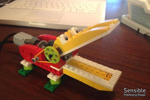 LEGO WeDo 1.0 Alligator build