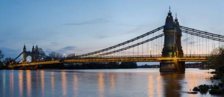Hammersmith_Bridge_1,_London,_UK_-_April_2012