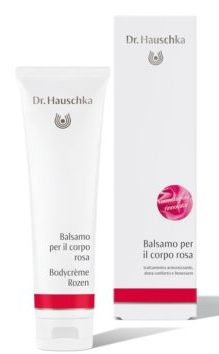 Dr. Hauschka, petali di rosa sulla pelle.