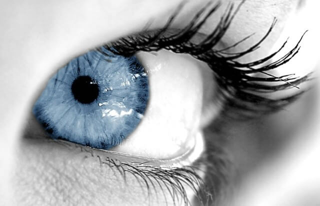 come-truccare-gli-occhi-azzurri