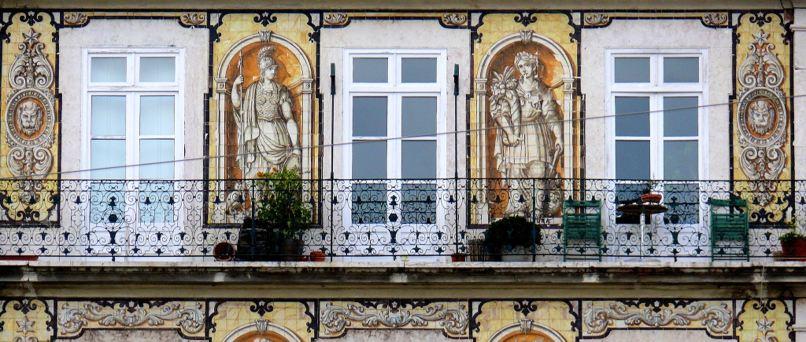 Fachada_de_azulejos_Lisboa_top