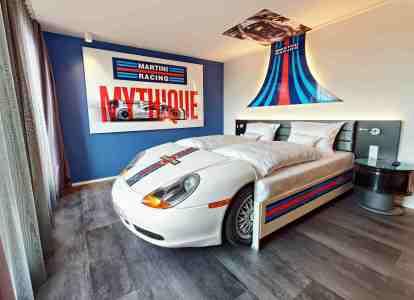 16-V8-Hotel_Petrol-Heads_c_Frank_Hoppe