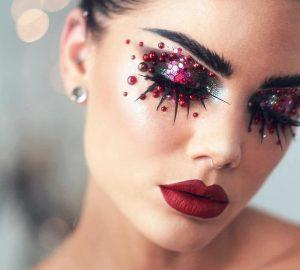 Capodanno: gli sguardi brillano con il make up