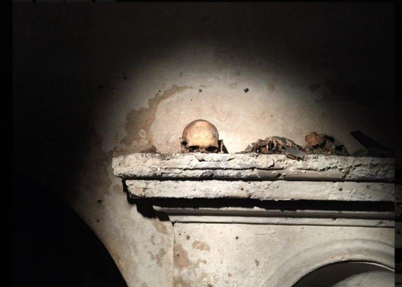 A Santa Luciella di Napoli: si chiede aiuto al teschio con le orecchie