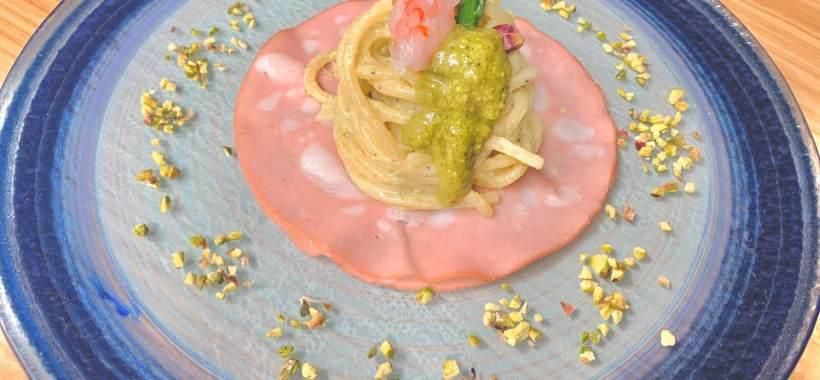 Spaghettoni al pesto di pistacchio di Bronte e gamberi rossi