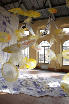 scuola-di-Paola Leone Morettini, una 'Signora' Artista con la spiritualità nel coloredisegno-su-tessuto-in-australia