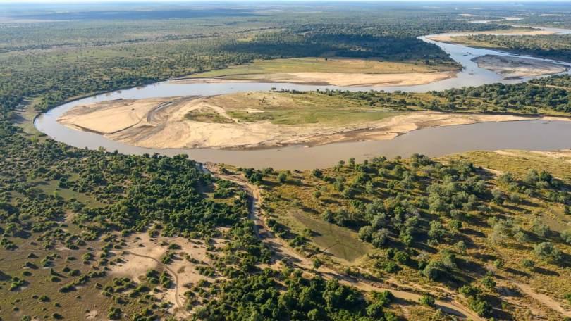 zambia-un-safari-diverso-a-piedi-nel-bush-africano