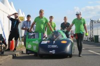 TU Delft's Eco-Runner Marathon team with their hydrogren powered car.