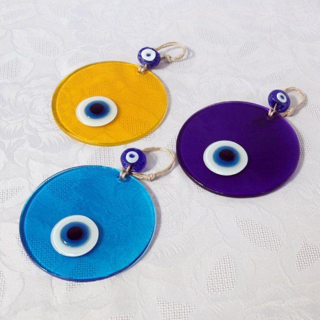 Création design, œil turc sur plaque de verre colorée