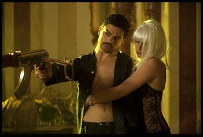 Dominic Cooper e Ludivine Sagnier in The Devil's Double di Lee Tamahori