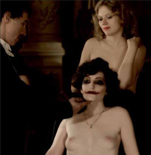 Omaggio a L'homme qui rit di Paul Leni in L'APOLLONIDE di Bertrand Bonello