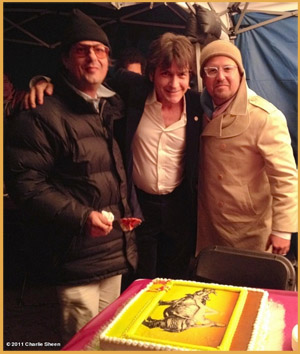 Roman Coppola, Charlie Sheen e il produttore Youree Henley sul set di A Glimpse Inside the Mind of Charles Swan III (2012)