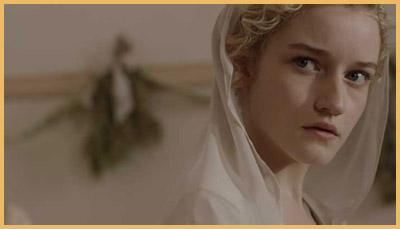 Julia Garner in Electrick Children, di Rebecca Thomas