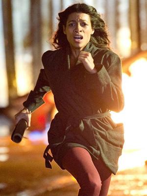 Rosario Dawson in una scena di TRANCE (Danny Boyle)