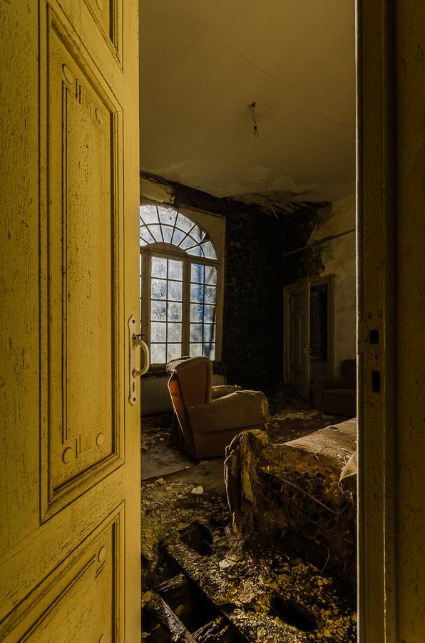 Zeer vergane verlaten villa