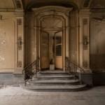 Verlaten Chateau met een prachtige entree