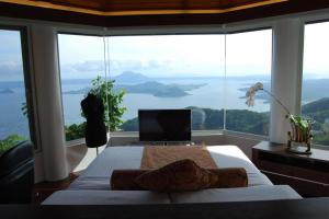 TAGAYTAY HOTELS, RESORTS WITH POOL, CHEAP ACCOMMODATION, ROOMS, INNS, LODGES AND GUESTHOUSES